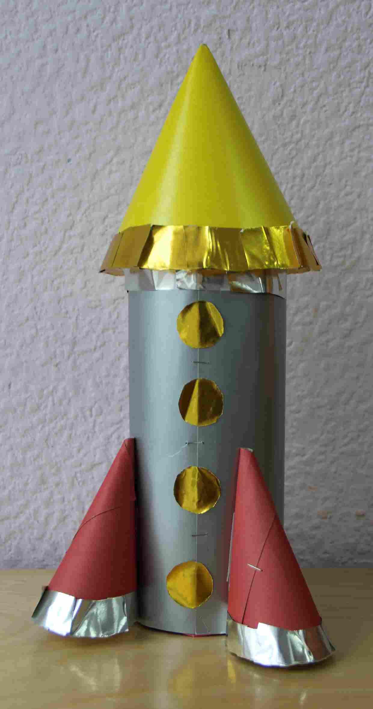 Аппликация ко Дню космонавтики. Старшая группа 67