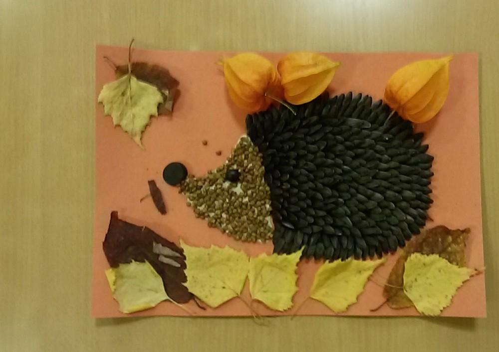 Ежик с листьями поделка